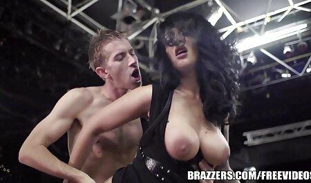 Vollbusiger brünetter kleine brüste porn Achselhöhlenfetisch