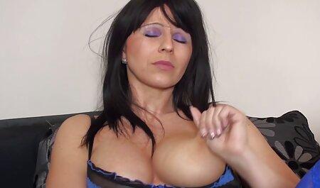 Mama in grosse sexy titten der Dusche beobachten