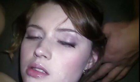 Teen blonde Pornostar strippen deutsche pornos grosse titten und spielen mit ihrer Muschi