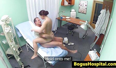 Weibliche Masturbation mit Faust in Muschi großen Schwanz und schluckt sexfilm titten