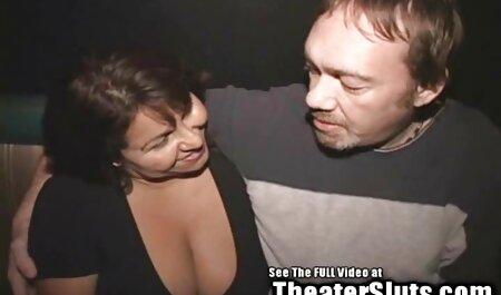 Paar fickt auf dem Sofa kleine titten video (von edquiss)