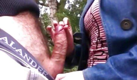 Ebenholz und weißes Mädchen monstertitten pornos haben einen Orgasmus zusammen mit Strapon