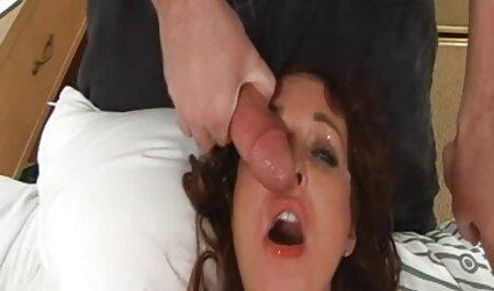 Teen natürliche brüste porn wird von einem älteren Mann gefickt